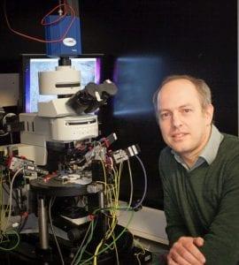 Prof. Kole achter de telescoop