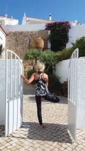 Ania traint de Yoga boomhouding